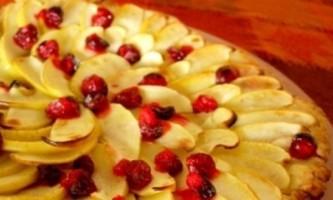Ароматна випічка - яблучний пиріг з журавлиною