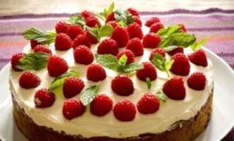 Бісквітний торт з масляним кремом - радянські і європейські традиції