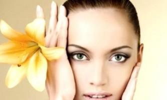 Чистка особи у косметолога: шлях до чистої і здорової шкірі