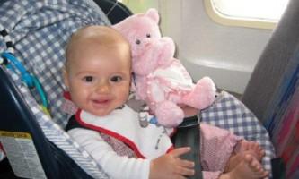 Як і з якого віку можна летіти в літаку з немовлям