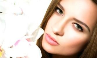 Як наносити тональний крем? Малюємо бездоганне обличчя