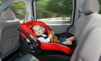 Як за правилами перевозити в машині немовляти і чи можна це робити