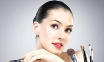 Як правильно наносити макіяж - прості поради