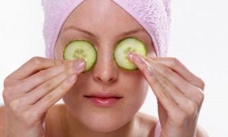 Огіркова маска для догляду за шкірою навколо очей