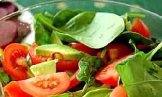 Оригінально і смачно: салат з авокадо і помідорами