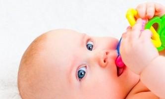 Основні симптоми прорізування перших зубів