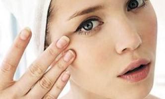 Правильний догляд за шкірою навколо очей