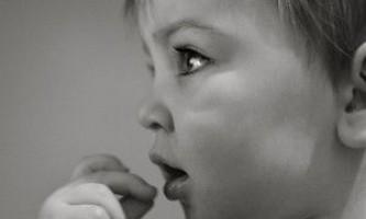 Проблеми травлення немовлят: непрохідність, пілороспазм, відрижки і блювота