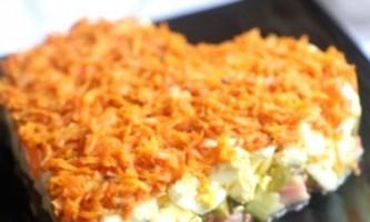 Салат з маринованих огірків: смачні та поживні рецепти