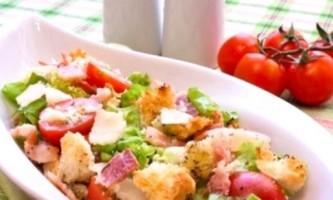 Салат з сухариками - просто і смачно