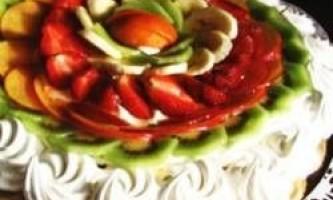 Торт безе з фруктами