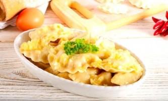 Вареники з сирою картоплею і салом: 4 рецепта з додаванням фаршу і грибів