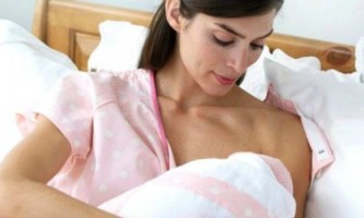 Все, що необхідно знати про місячні під час годування немовляти